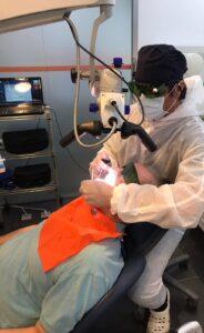 Tratamiento de periodoncia sobre implantes con microscopia y láser dental - Perimplantitis - clínica Ideo