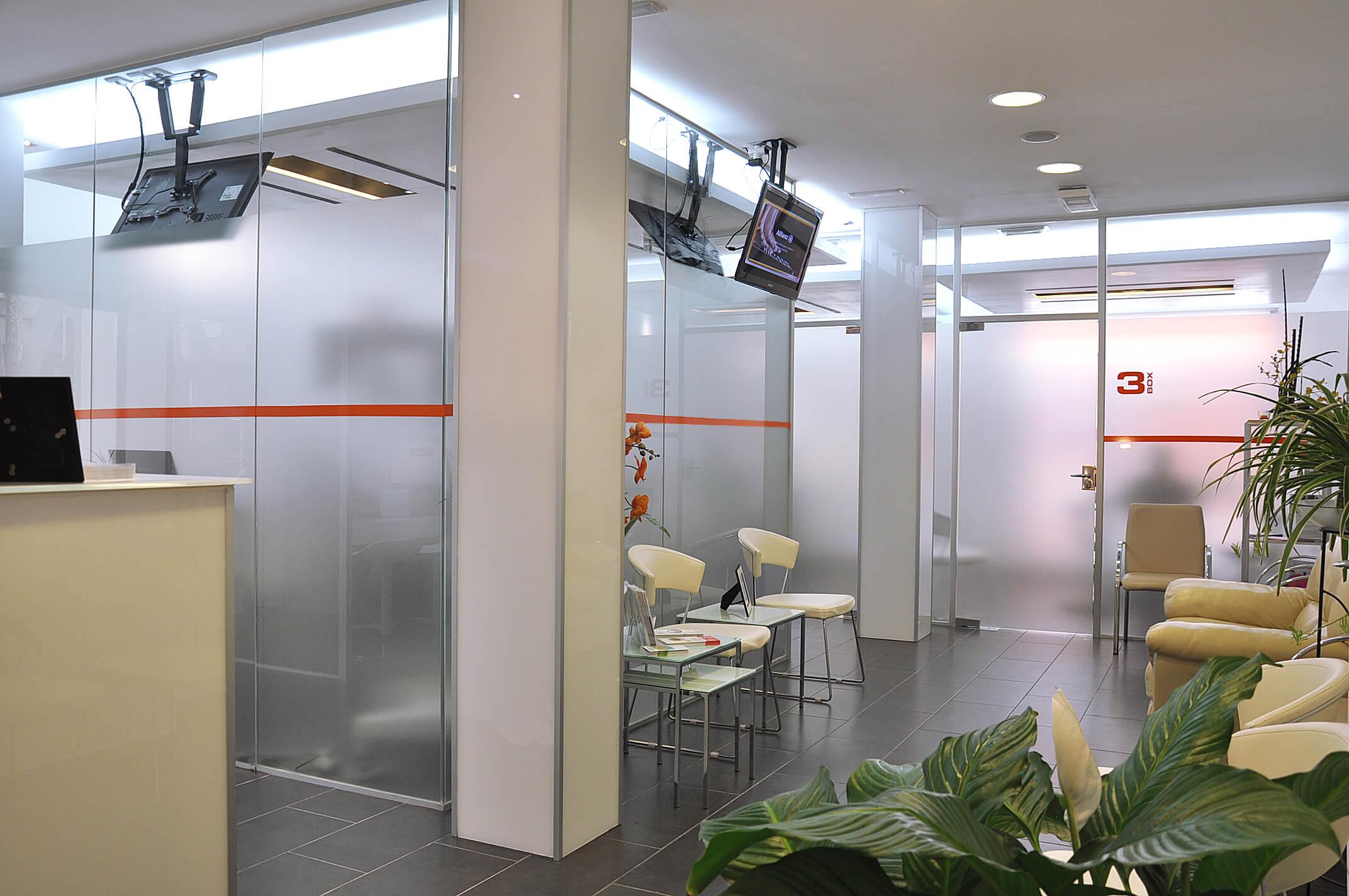Clinica dental Ideo Sala de espera - Equipo de dentistas en Palma